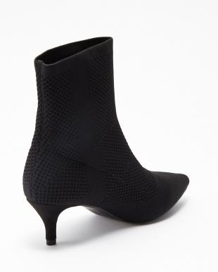 ブラック ブーツを見る