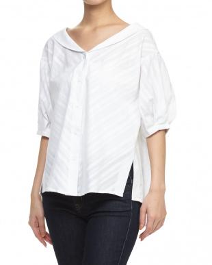 OFF WHITE V衿シャツを見る
