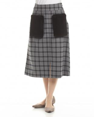 B2柄 スカート見る