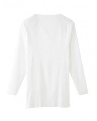 ホワイト  カットオフ Vネック9分袖シャツ見る