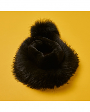 BLACK  Pompom muffler見る