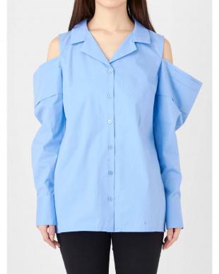 アイスブルー オープンドレープショルダーシャツ EMODA見る