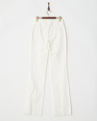 9015 ホワイトパンツを見る