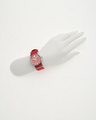 レッド 腕時計見る