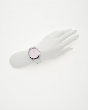 ピンクフェイス 腕時計見る