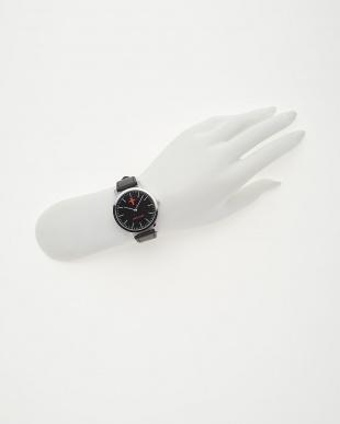 ブラック 腕時計見る