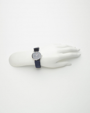 ネイビー 腕時計見る