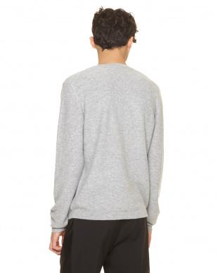 ライトグレー セーターを見る