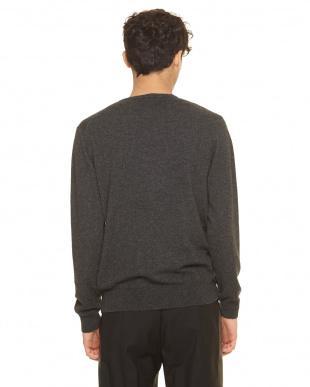 ダークグレー セーター見る