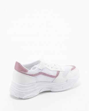 ピンク スニーカーを見る