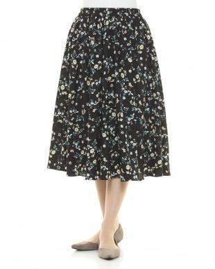 ブラック 花柄フレアスカートを見る