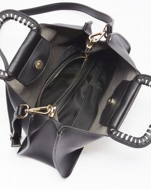 Black 切込み飾りメタルハンドルバッグを見る