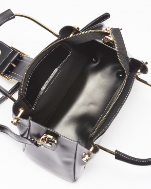 Black バックルモチーフ飾り メタルハンドルバッグを見る