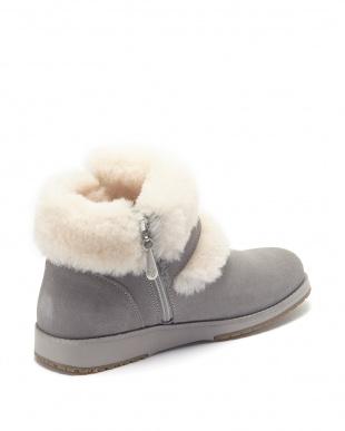 Dove Grey Oxley Fur Cuff見る
