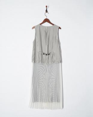 白  透かしボーダープリーツドレス見る