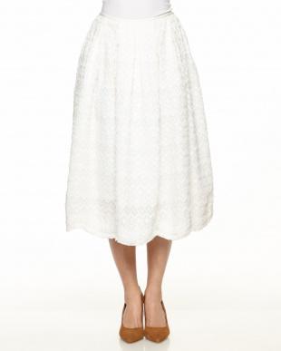 白  オンケミ刺繍スカート見る