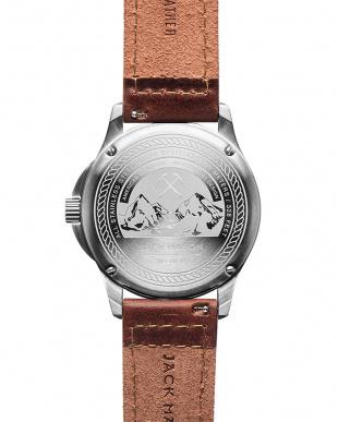 ネイビー 腕時計を見る