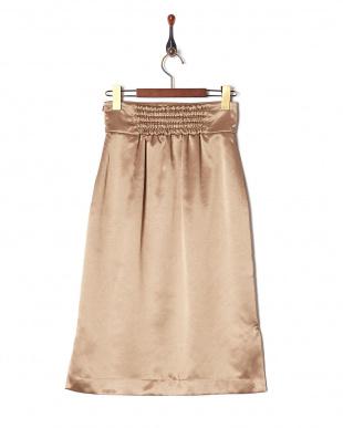 ベージュ フロントタックサテンスカートを見る