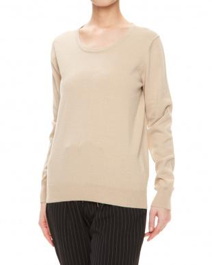 ベージュ 綿混合クルーネックセーターを見る