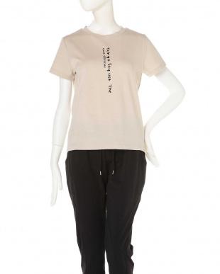 ベージュ 変形ロゴTシャツ TOKYO STYLIST THE ONE EDITION見る