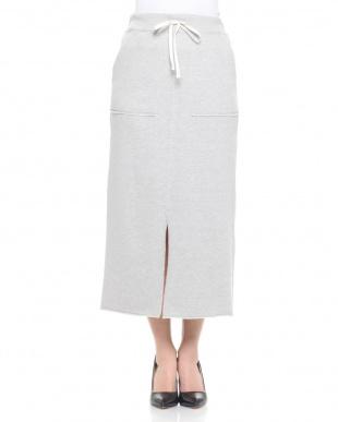 グレー スカートを見る