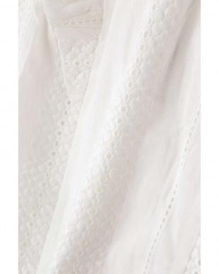 ホワイト1 刺繍ノースリーブブラウス R/B(バイイング)見る