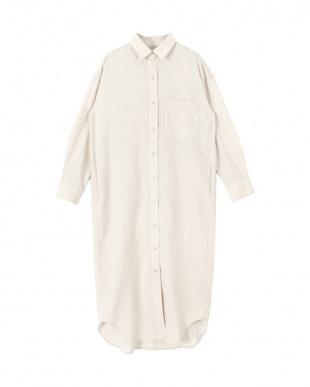 ライトベージュ リネンライクロングシャツを見る