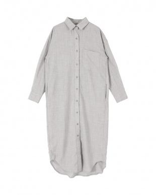 ライトグレー リネンライクロングシャツを見る