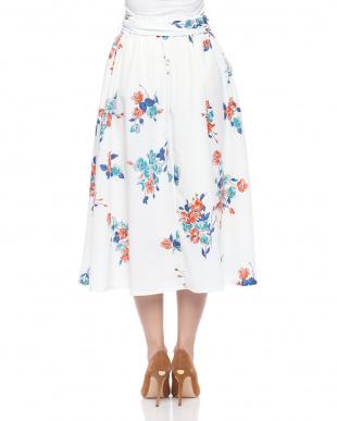 OFFWHITE スカートを見る