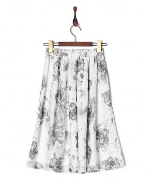 オフホワイト オパール水彩花柄スカートを見る