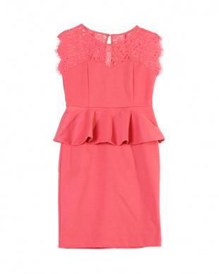 ピンク レースペプラムドレスを見る