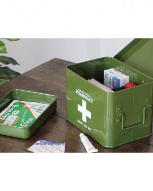 カーキ ファーマシー 救急ボックスを見る