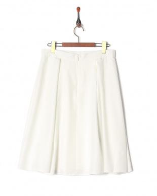 001 スカートを見る