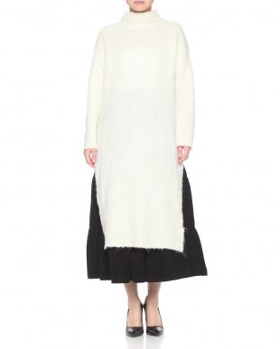 WHITE ONE PIECE DRESSを見る
