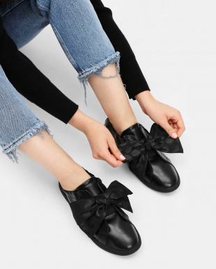 Black ノットボウ スニーカー / Knotted Bow Sneakersを見る