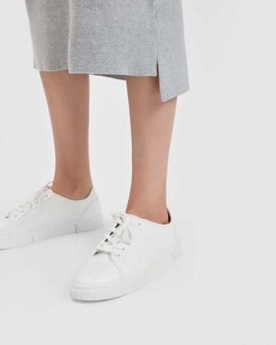 White クラシック レースアップ スニーカー / CLASSIC LACE UP SNEAKERSを見る