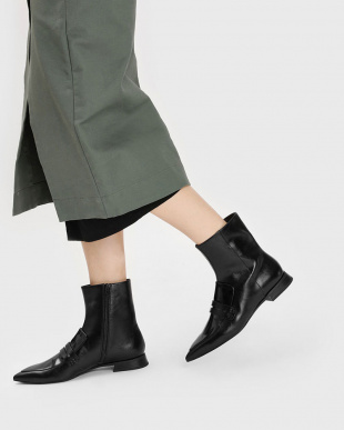 Black ポインテッドアンクルブーツ / Pointed Ankle Bootsを見る