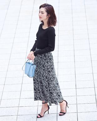 ブラック 花柄Aラインスカートを見る