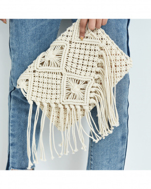 アイボリー マクラメ編みクラッチバッグを見る