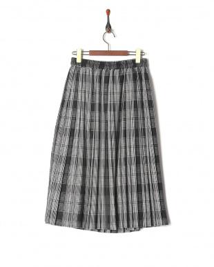 ブラック 先染めチェックプリーツスカートを見る