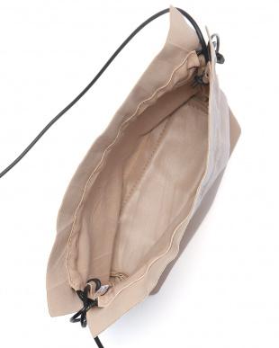 ベージュ エコレザー巾着バッグを見る