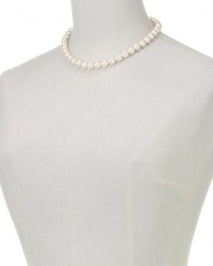 ホワイト/シルバー/クリスタル 貝パールホワイト9mm玉ベーシックネックレスを見る