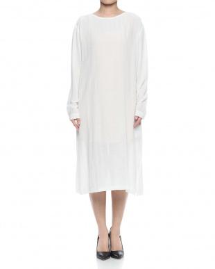 ホワイト  楊柳サイドスリットドレスを見る