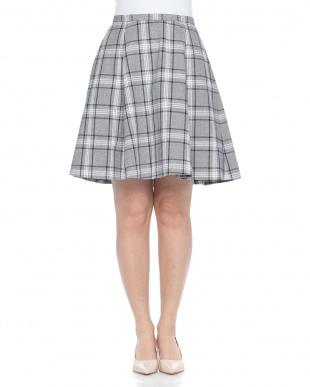 223 スカートを見る