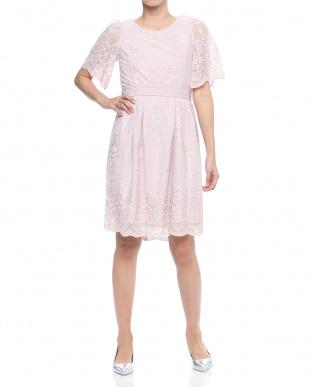 グレイッシュピンク チュール刺繍五分袖ドレスを見る