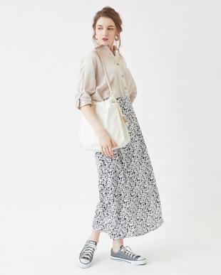 オフホワイト リトルフラワーセミフレアロングスカートを見る