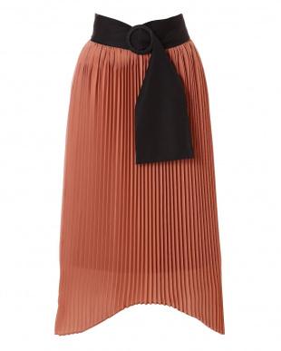 オレンジ ハイツイストゼログサテンアシメトリーヘムプリーツスカート アドーアを見る