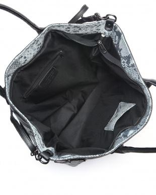 タウペベージュ バッグを見る