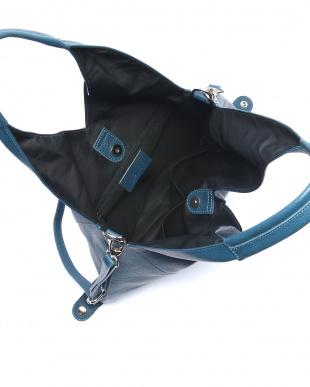 ターコイズブルー バッグを見る