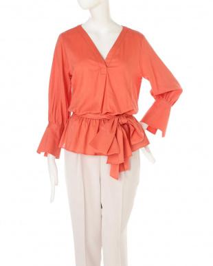 オレンジ ワイドリボン付きVネックブラウジングシャツ ピンキー&ダイアンを見る